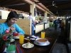 11. Comiendo en el mercado