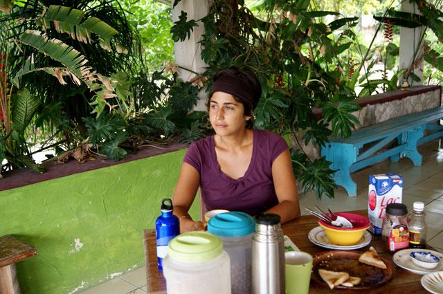 Desayunando en Ecotucan con vista al la laguna