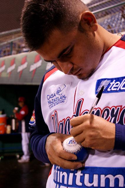 Firmando la pelota