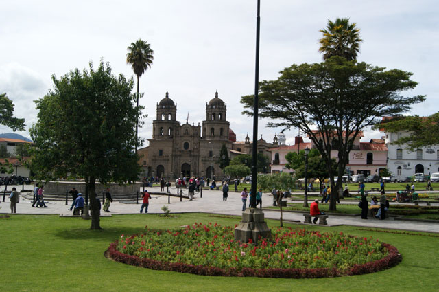 02.Plaza-de-armas-Cajamarca