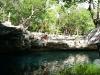 Ale saltando al cenote