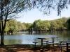 Mesita junto al lago
