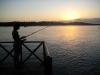 08.Pescando en la laguna al atardecer