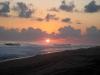 33. Atardecer en la playa del otro lado