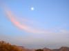12. La luna al atardecer
