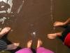 11b.Pies-en-el-lago-en-Playa-de-las-palmeras
