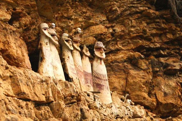 09a.Los-sarcofagos-de-Karajia