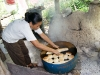 24. Celeni haciendo pan