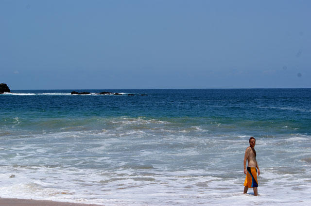 02.-Ale-entrando-al-mar