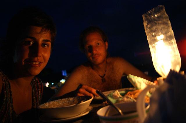 07.-Cenando-en-la-playa-