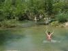 17. Eli jugando en el agua