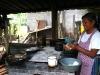 Vilma preparando la comida