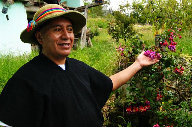 41.paseo_huerto_medicinal_con_Polo