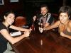 21. una cerveza con Jessica y Domingo