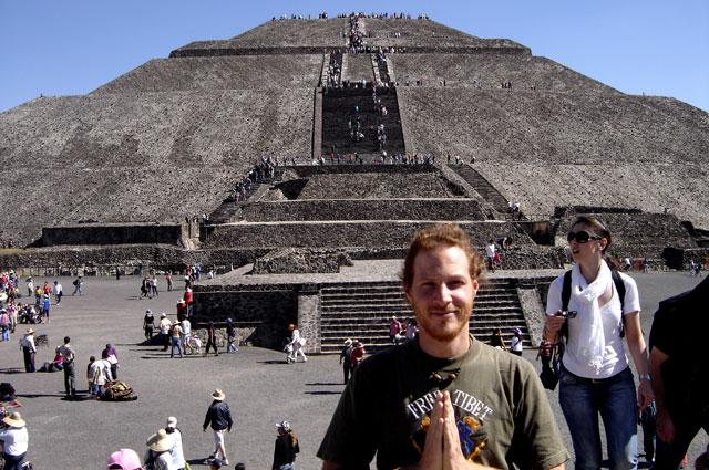 10. Ale en la concurrida Teotihuacan