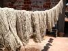 15 Secando las madejas de lana
