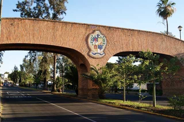 Puente artesanal, entrada al pueblo